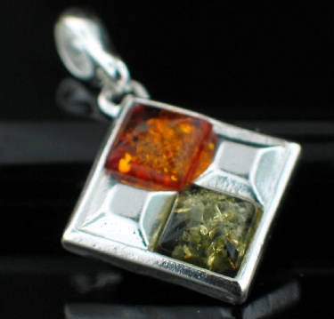 wholesale Baltic Amber Jewelry In Sterling Silver (Amb_Pn42Mx)